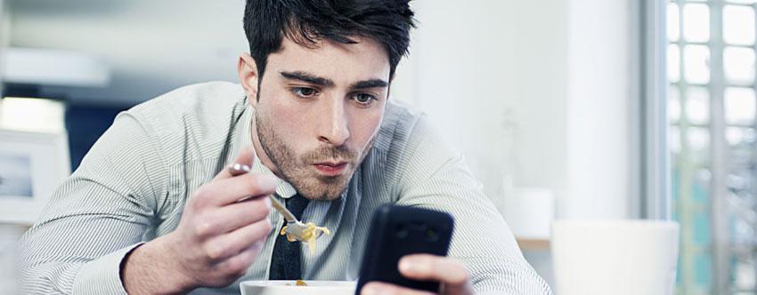 Πόσες ώρες την ημέρα σπαταλούν οι Έλληνες στο Ίντερνετ; (Έρευνα)